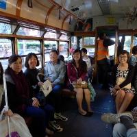 Trên xe điện City Circle