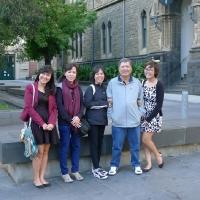 Gia đình Khải trong khuôn viên RMIT