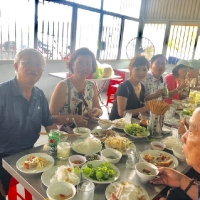 Du lịch Huế Quảng Trị Phong Nha Thiên Đường, ăn trưa tại Quán Bà Sửu tại Truồi, Phú Lộc, Huế
