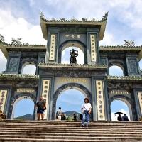 Thăm chùa Linh Ứng